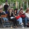 Lidé,sedící,fotící i spící